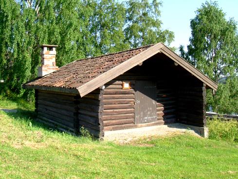 Smia: Fra gården Ubberud i Ytre Enebakk. Bygget ca. 1850 og flyttet til Bygdetunet i 1987.