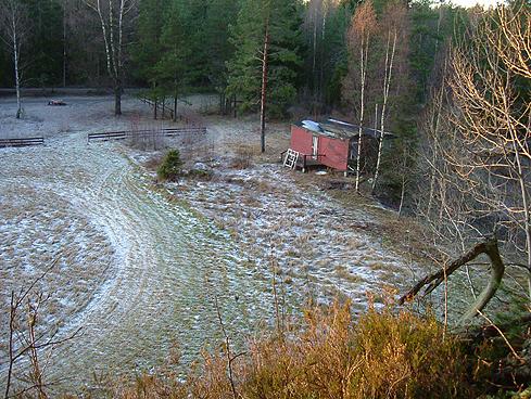 Funnstedet fotografert fra åsen. Dette området er trolig et av de første stedene mennesker satte sin fot her til lands. Foto: Henning Bergersen.