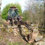 13/5-2007 Kulturminneverngruppa rydder tuftene etter hjulmakerverkstedet