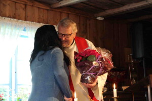 Toril ble takket av for nærmere 20 års arbeid i Enebakk kirke.